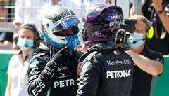 Dominance Mercedesu. Úvodní kvalifikaci F1 v Rakousku vyhrál Bottas před Hamiltonem