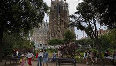V Katalánsku musí do karantény 200 000 lidí, Barcelona ale otevřela slavnou baziliku