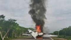 Mexická armáda objevila na silnici hořící tryskáč. Zřejmě vezl stovky kilogramů kokainu z Venezuely