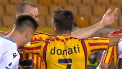 VIDEO: V Itálii se objevil další 'hryzal'. Obránce neunesl prohru a po vzoru Suáreze pokousal protihráče
