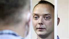 Safronov podstoupil dva testy na koronavirus, které byly negativní. Už míří zpět do cely