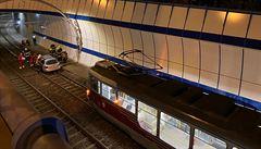 Polský řidič vjel v Praze autem do tunelu pro tramvaje, nadýchal přes tři promile