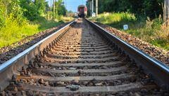 U Chebu expres srazil člověka, ten na místě zemřel. Doprava na trati stojí
