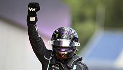 Hamilton ovládl druhý závod ve Štýrsku, jezdci Ferrari skončili po vzájemné kolizi už v prvním kole