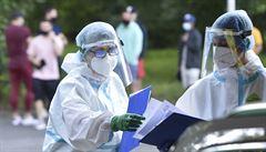 Počet potvrzených případů koronaviru v Česku přesáhl od začátku epidemie 14 tisíc