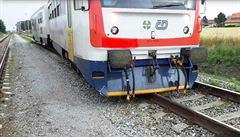 U Chrudimi vykolejil osobní vlak, nikdo se nezranil. Na Českolipsku z lokomotivy pro změnu unikl olej