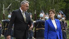 Vznikne výcvikový projekt pro armádní mediky, řekla Krampová-Karrenbauerová. V Praze se setkala s Metnarem