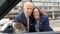 Biden si jako svou viceprezidentku vybral kalifornskou senátorku Kamalu Harrisovou