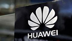 Čínské firmě Huawei stále schází prověrka. Proces se vleče, společnost vzbuzuje obavy