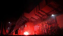Opatření šla stranou. Fanoušci Liverpoolu podlehli euforii a zisk titulu slavili před stadionem
