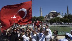 Chrám Hagia Sofia se otevřel jako mešita, na první modlitbu dorazily tisíce lidí včetně Erdogana