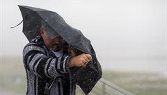 Na východě a severu Česka bude v úterý pršet, na horách sněžit. Hrozí rozvodnění některých řek