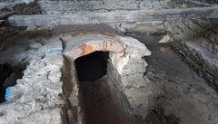 Archeologové našli v bývalé škole v Kutné Hoře studnu z 16. století