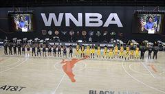 Basketbalistky před úvodním zápasem WNBA odešly při hymně, uctily památku zastřelené Afroameričanky