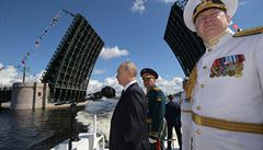 Rusové ztrácejí krok se světem, struktura jejich ekonomiky je zoufalá, říká geograf Bičík