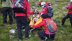VIDEO: Role se otočily. Bernardýna zachraňovala při sestupu z nejvyšší hory Anglie horská služba
