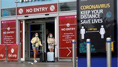 Pokud se situace vymkne kontrole, zavedeme okamžitě karanténu pro příchozí z ciziny, říká britská vláda