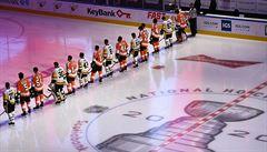 Voráček po boku úhlavních nepřátel z Pittsburghu. NHL vyjadřuje podporu menšinám