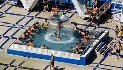 Třicetistupňová vedra vydrží v Česku nejméně do čtvrtka. Koupaliště mají střežit dodržování covidových pravidel