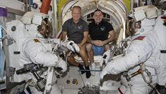 Američtí astronauti chystají první přistání na moři po 45 letech. Plány by mohl zkomplikovat hurikán Isaias