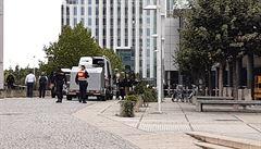Kvůli odloženému kufru muselo 1000 lidí opustit Arkády Pankrác, na místo jede pyrotechnik