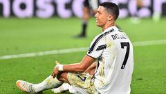 VIDEO: 'Pohřeb fotbalu v přímém přenosu.' Rozhodčí po sporné penaltě zničil naděje Juventusu v Lize mistrů