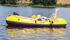 Prezident Zeman je na dovolené na Vysočině. Tradičně se proplul na gumovém člunu