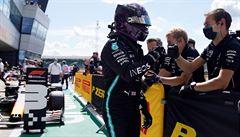 Kvalifikaci na Velkou cenu Británie F1 ovládl Hamilton, druhý byl Verstappen