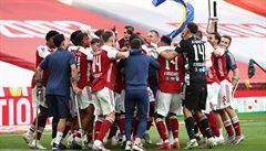 Arsenal ve finále Anglického poháru obrátil nepříznivé skóre. Po výhře nad Chelsea slaví rekordní triumf