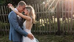 Fotbalista Souček zakončil volno veselkou. V rodinné chaloupce si vzal za ženu přítelkyni Natálii