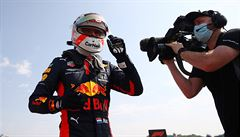 Nadvláda Mercedesu skončila. Jubilejní Velkou cenu F1 v Silverstone ovládl Verstappen