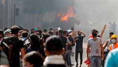 'Odejděte, jste vrazi.' V Bejrútu zemřel při střetu s demonstranty policista. Čeští hasiči se stáhli na základnu
