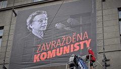 Zavražděna komunisty, hlásá portrét s Horákovou. Instituce jej vyvěšují, Filozofická fakulta UK to odmítla
