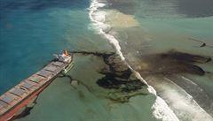 Ekologická katastrofa v průzračných vodách u Mauricia. Z lodi japonské firmy uniklo již přes 1000 tun paliva