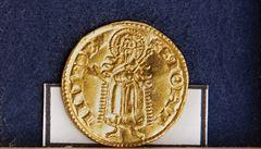 Poklad 435 mincí ze 14. století nalezený na Tachovsku má hodnotu čtyři miliony