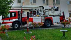 Při požáru v domově důchodců ve Mšeně na Mělnicku zemřela jedna žena, zraněná ošetřovatelka je v nemocnici