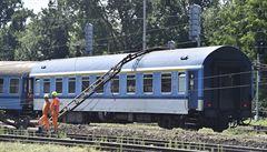 V Tišnově vykolejila část vlaku z Prahy do Brna, 150 lidí záchranáři evakuovali. Trať je zavřená