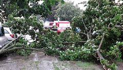 Bouřka přerušila provoz na koridoru i v Praze. Na Trutnovsku museli evakuovat desítky dětí