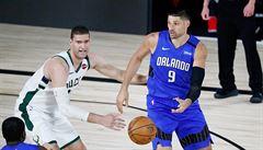 Vítězové obou konferencí NBA vstoupili do play-off porážkou. Milwaukee se nevyplatilo šetřit hráče