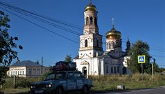 NOMÁDI: Na Sibiři je letos neskutečné vedro. Na Báňský žigul Rusové mávají a chtějí se s ním fotit