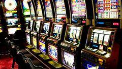 Praha rozdělila půl miliardy z hazardu, půlka půjde radnicím
