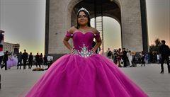 MEXICKÉ PODIVNOSTI: Limuzíny, drony a tylové sukně. Jak vypadají patnácté narozeniny Mexičanek?