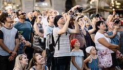 Praha se probouzí. Vrací se turisté a centrum opět zdražuje, chybí už jen Číňané