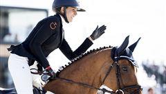 OBRAZEM: Podívejte se, jak Kellnerová jela na koni za čtvrt miliardy. Přihlíželi její otec i Křetínský
