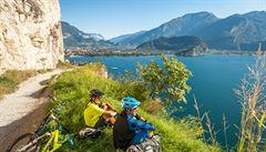 Italské vedro a zelené dvoutisícovky. Za půl hodiny se z alpského údolí dostáváme do 'Středomoří'