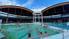 Maďarské lázně se drží nad vodou. Strategie vlády slaví úspěch, místním se do světa nechce