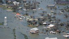 Bouře Laura si na jihu USA vyžádala nejméně 14 obětí, teď míří ke státům u Atlantského oceánu