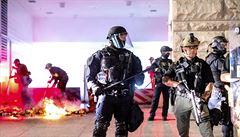 Policie v Portlandu zatkla řadu účastníků zakázaného shromáždění. Protesty trvají už téměř 100 dní