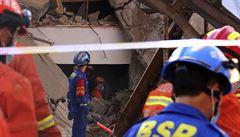 V Číně se zřítila budova s restaurací. Při neštěstí zahynulo nejméně 17 lidí