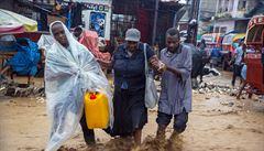 Bouře Laura dosáhla síly hurikánu. V Karibiku zabila 13 lidí, nyní se blíží k břehům USA
